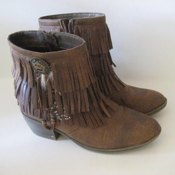 Justice Shoes - Womens 7 Justice fringed boots western suede